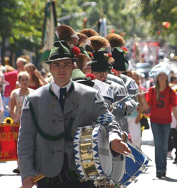 564px-Steubenparade2006gams
