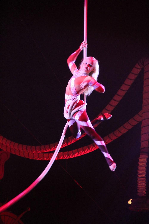 rope twirl girl